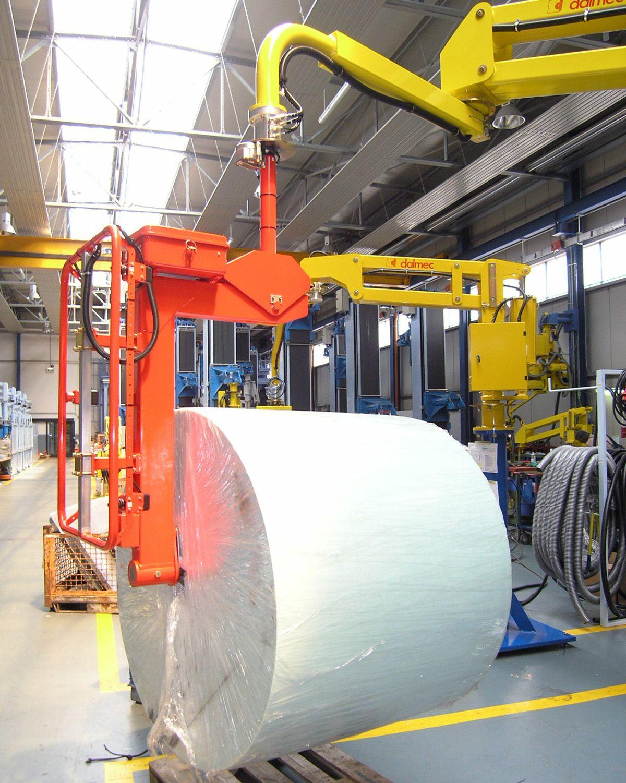 Ergonomic Industrial Manipulator : Reels handling dalmec ergonomic lift of