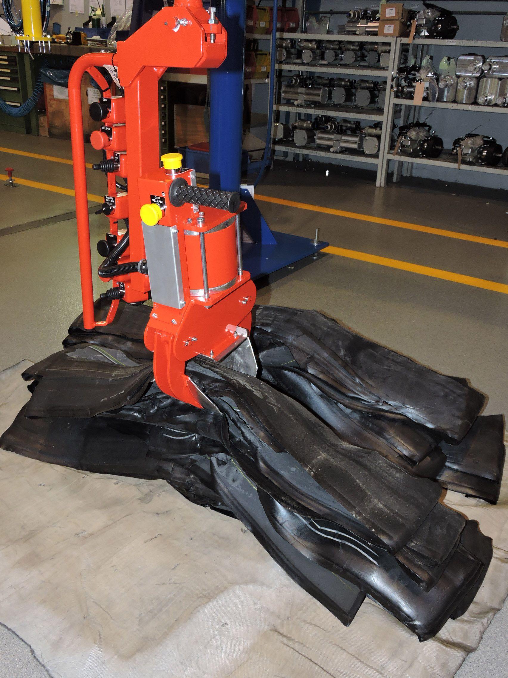 Pneumatic Manipulator Arms : Pneumatic arms for rubber manipulator