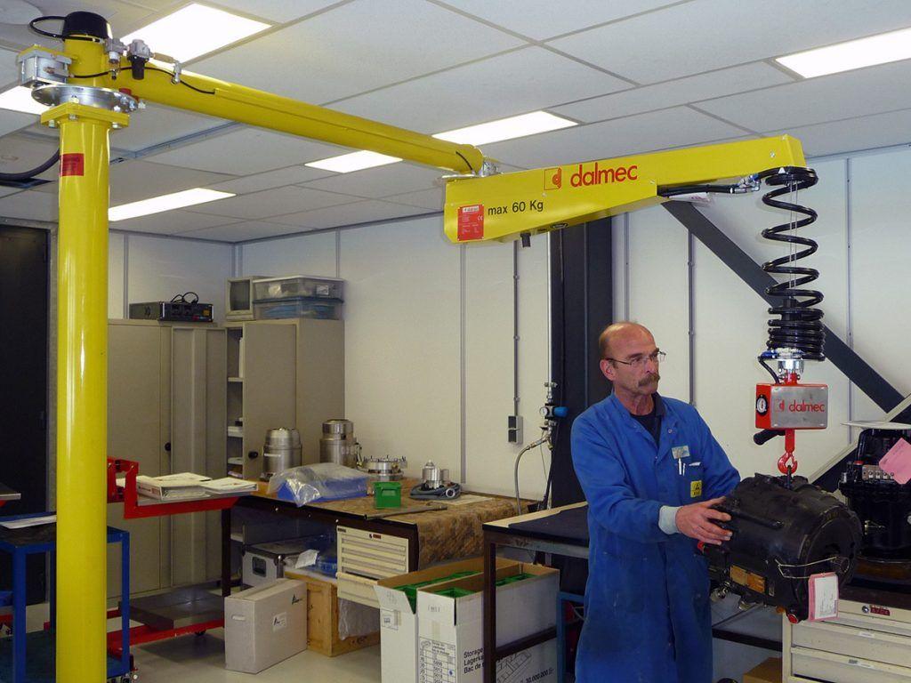 Balanser pneumatyczny typu Posivel - Balanser linkowy do kubłów Dalmec - Manipulatory DALMEC (10)