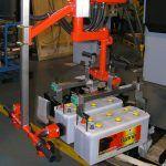 Przemieszczanie akumulatorów - Manipulatory dla branży samochodowej - Manipulatory DALMEC (5)