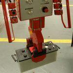 Przemieszczanie akumulatorów - Manipulatory dla branży samochodowej - Manipulatory DALMEC (9)